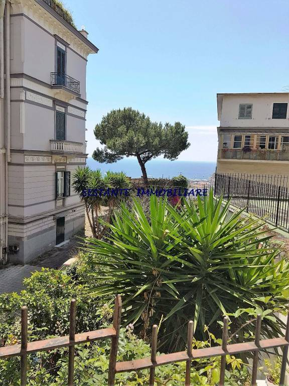 Appartamento in vendita 4 vani 100 mq.  via Torquato Tasso 89 Napoli