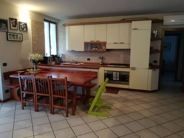 Appartamento in ottime condizioni in vendita Rif. 4220413
