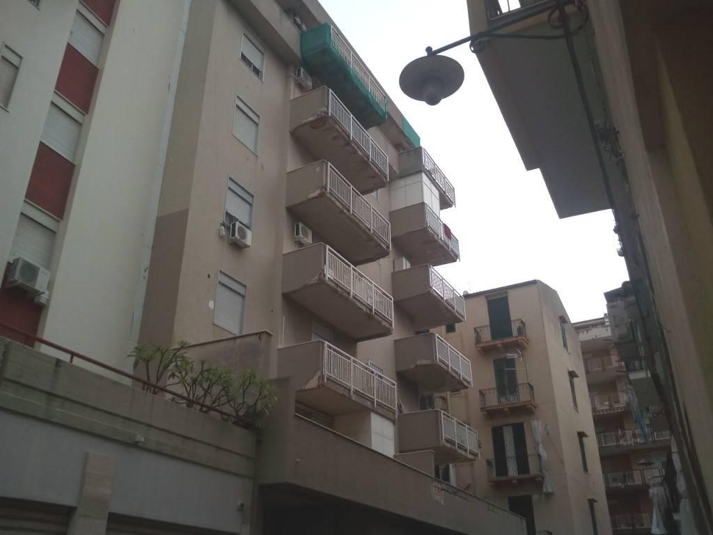 Appartamento in Affitto a Palermo Centro: 3 locali, 90 mq