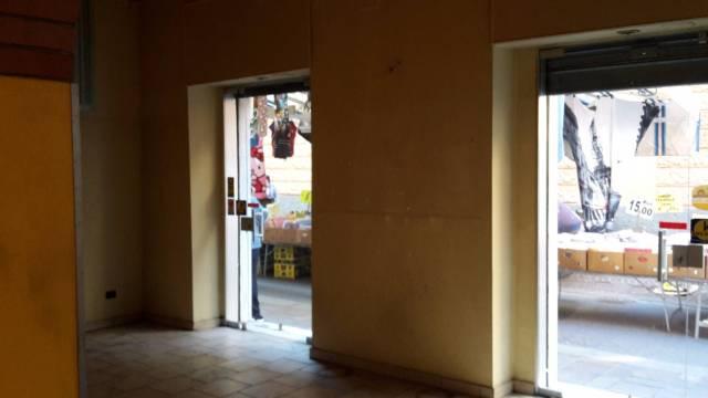 Negozio-locale in Affitto a Genova Semicentro Nord: 2 locali, 70 mq