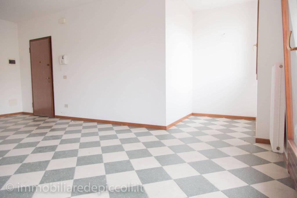 Appartamento in buone condizioni in vendita Rif. 8777189