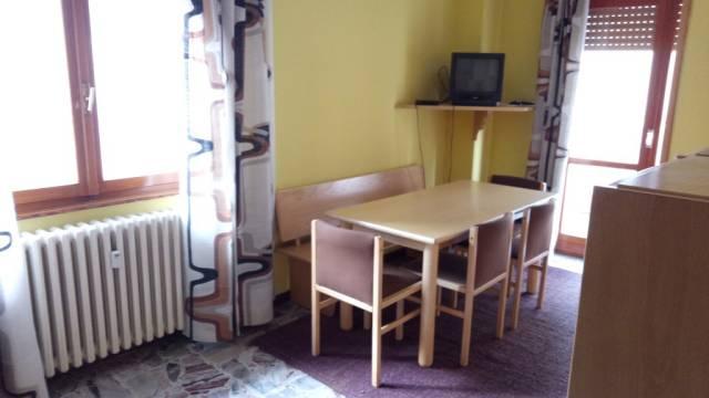 Appartamento in buone condizioni arredato in vendita Rif. 4207696