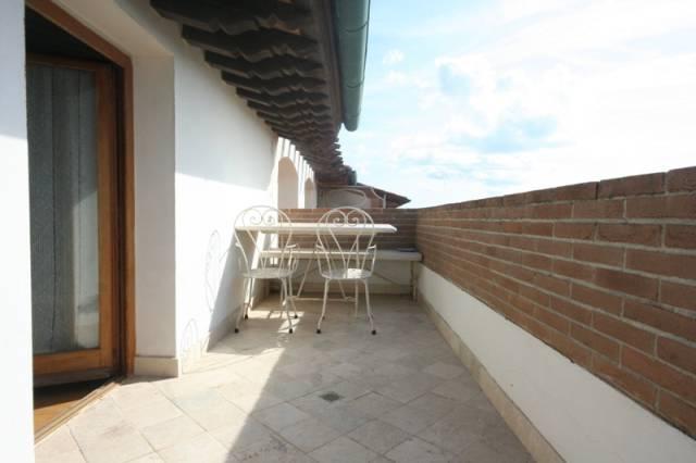 Attico su 2 livelli con terrazza pranzabile vista mare
