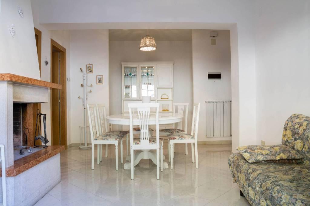 Appartamento in buone condizioni in vendita Rif. 8776415