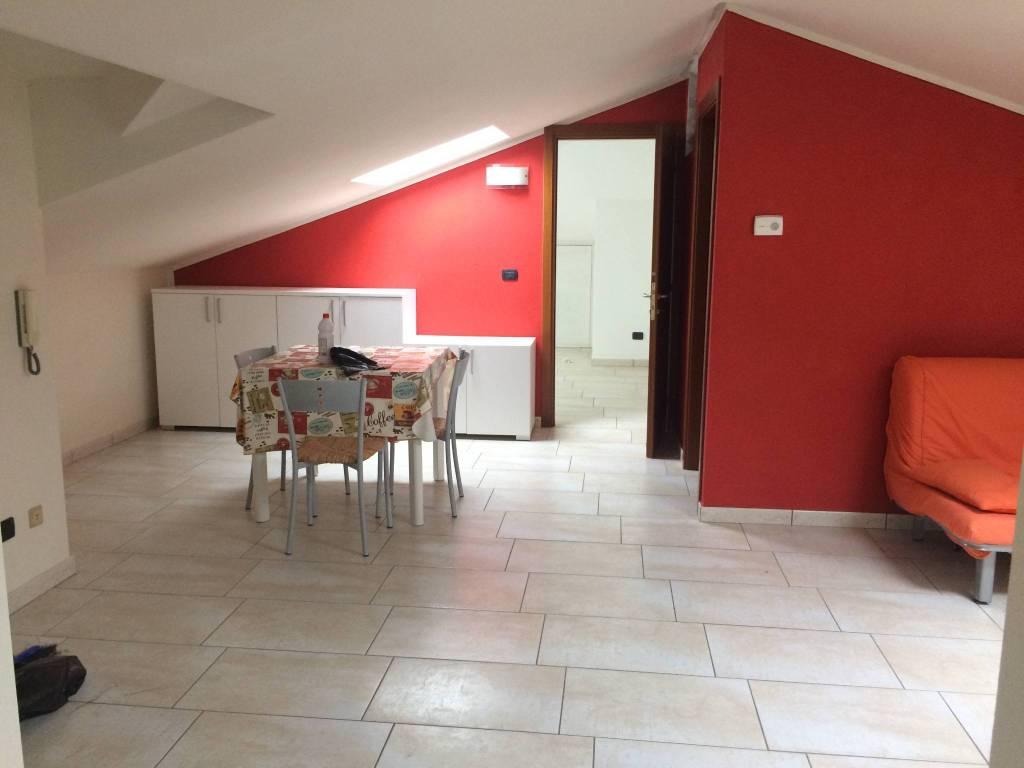 Attico / Mansarda in affitto a Carrù, 4 locali, prezzo € 350 | CambioCasa.it