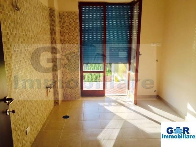 Appartamento in buone condizioni in affitto Rif. 8973761
