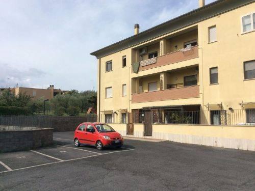 Appartamento in buone condizioni in vendita Rif. 6694860