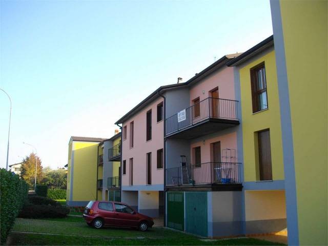 Appartamento in buone condizioni in affitto Rif. 7012627