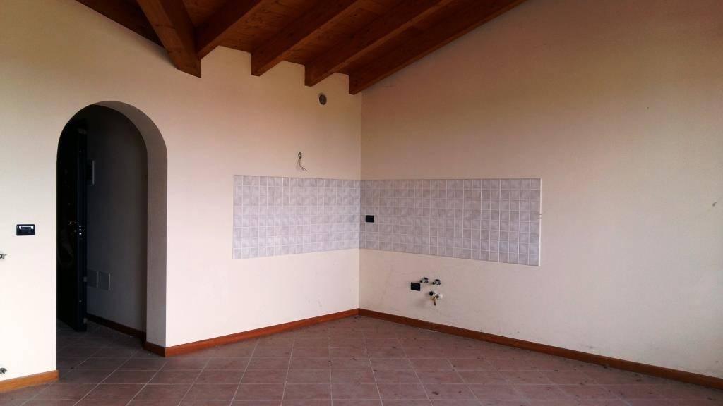 Appartamento in ottime condizioni in vendita Rif. 4488364
