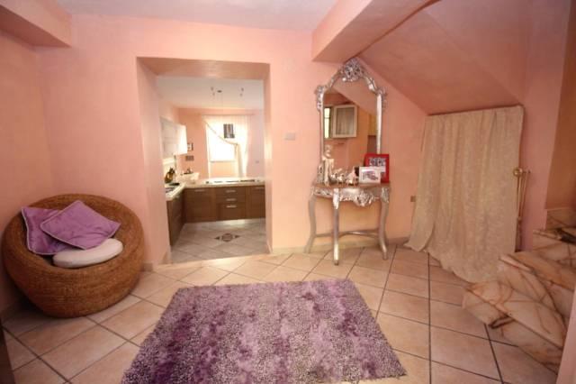 Appartamento in ottime condizioni parzialmente arredato in vendita Rif. 4190123