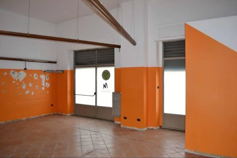 Negozio bilocale in affitto a Asti (AT)