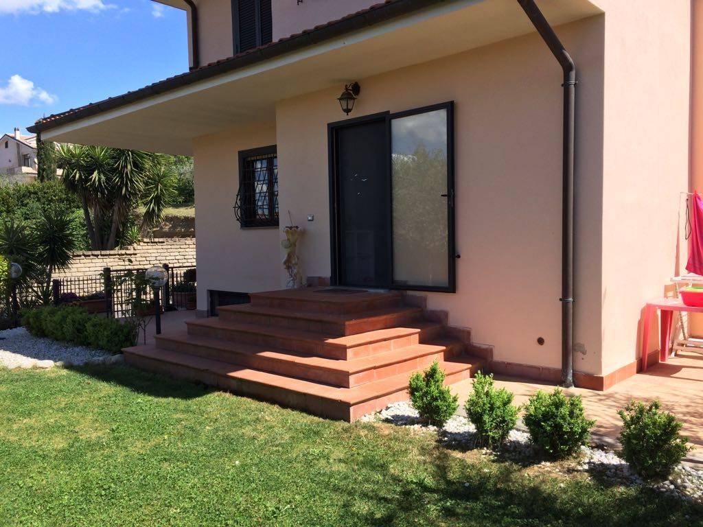 Villa in ottime condizioni in vendita Rif. 9344262
