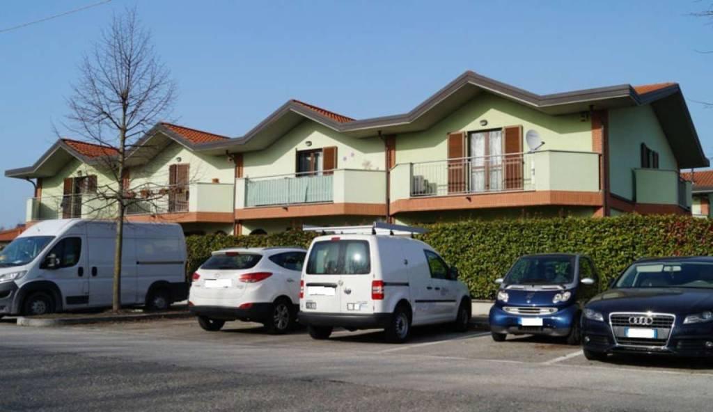 Appartamento in vendita a Ispra, 3 locali, prezzo € 125.000 | CambioCasa.it