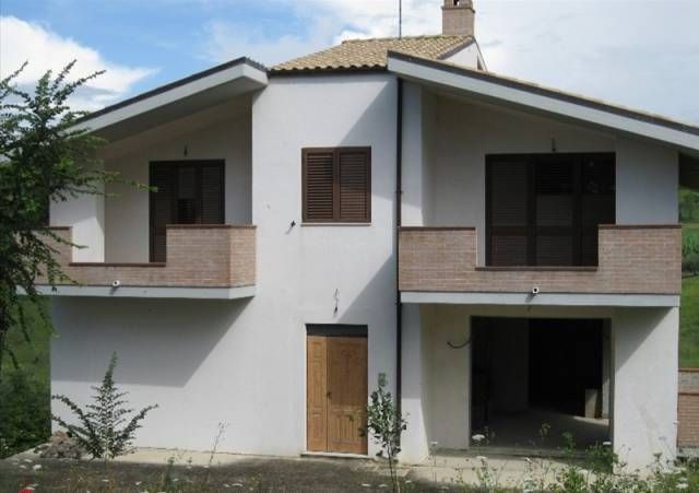 Rustico / Casale in buone condizioni parzialmente arredato in vendita Rif. 6710626