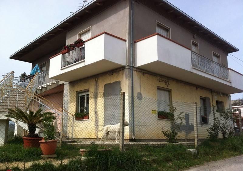 Appartamento in buone condizioni in affitto Rif. 8327974