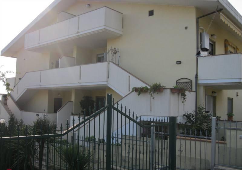 Attico / Mansarda in buone condizioni parzialmente arredato in vendita Rif. 8327983