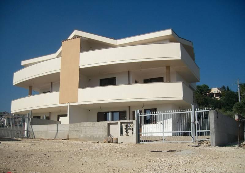Attico / Mansarda in buone condizioni in affitto Rif. 8327985