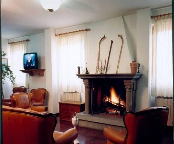 Hotel in riva al lago Rif. 4296938