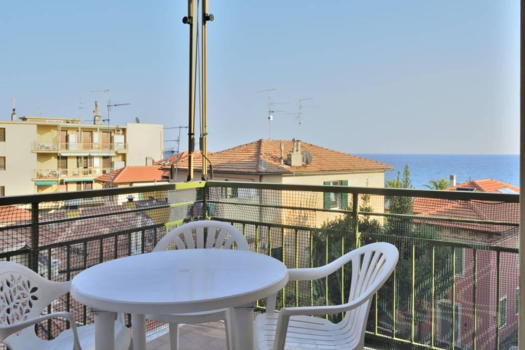 trilocale vista mare con balcone in Varigotti