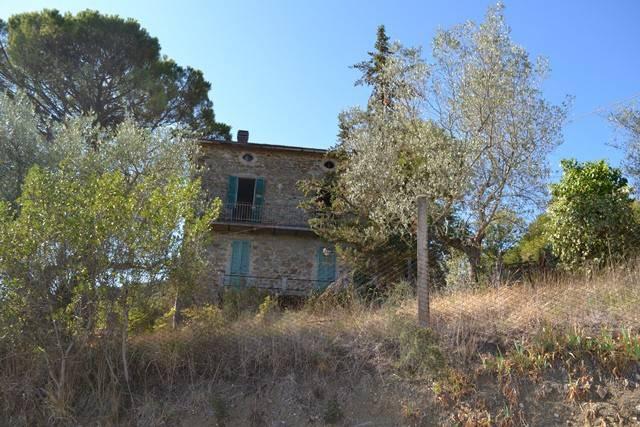 Rustico in Vendita a Magione: 5 locali, 250 mq