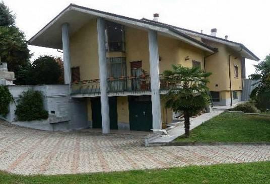 Villa in vendita a Mombello Monferrato, 9 locali, prezzo € 160.000 | CambioCasa.it