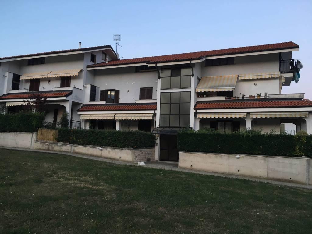 Appartamento in buone condizioni in vendita Rif. 8398799