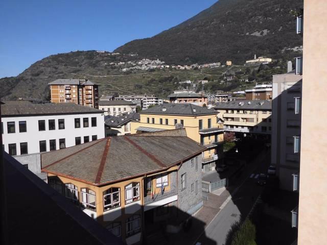 Appartamento in vendita a Sondrio, 3 locali, prezzo € 90.000   CambioCasa.it