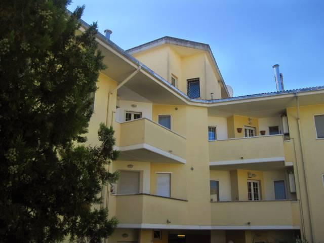 Appartamento in buone condizioni in vendita Rif. 4268499