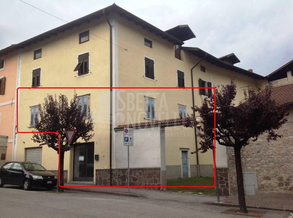 Appartamento da ristrutturare parzialmente arredato in vendita Rif. 9153696