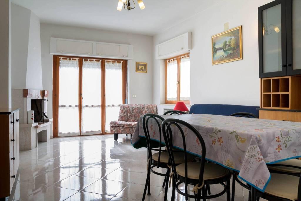 Appartamento in buone condizioni arredato in vendita Rif. 8776416