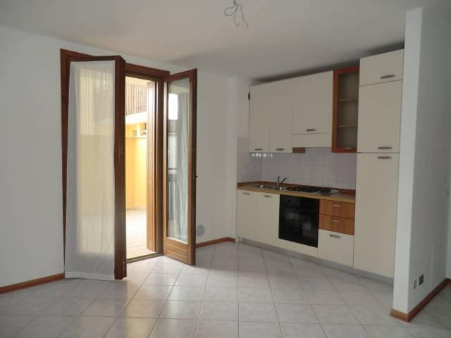 Appartamento in buone condizioni parzialmente arredato in vendita Rif. 4837598