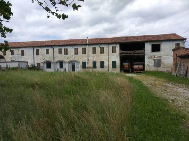 Rustico / Casale da ristrutturare in vendita Rif. 4359016