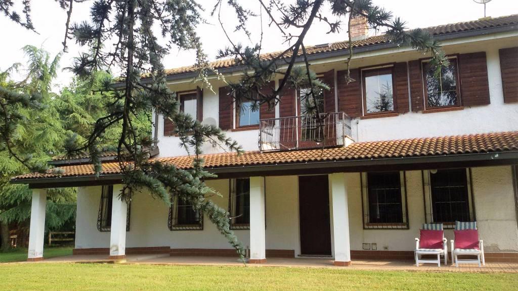 Villa 6 locali in vendita a Asti (AT)