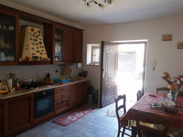 Appartamento in vendita a Albano Laziale, 5 locali, prezzo € 130.000 | CambioCasa.it