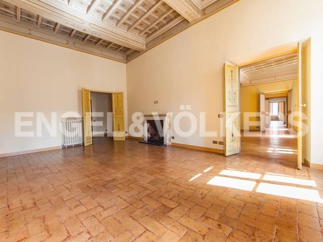 Appartamento in Affitto a Roma: 5 locali, 327 mq