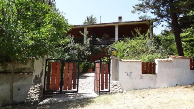 Contigliano (RI) Villa degli anni '60, con 2 ha di terreno
