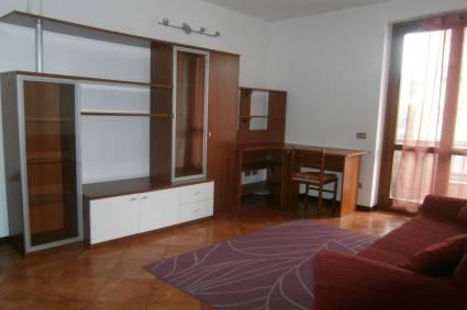 Appartamento in buone condizioni arredato in affitto Rif. 8756400