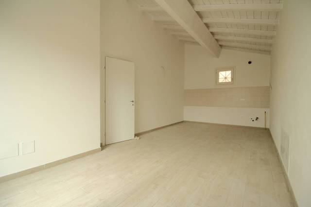 Appartamento parzialmente arredato in affitto Rif. 4565583