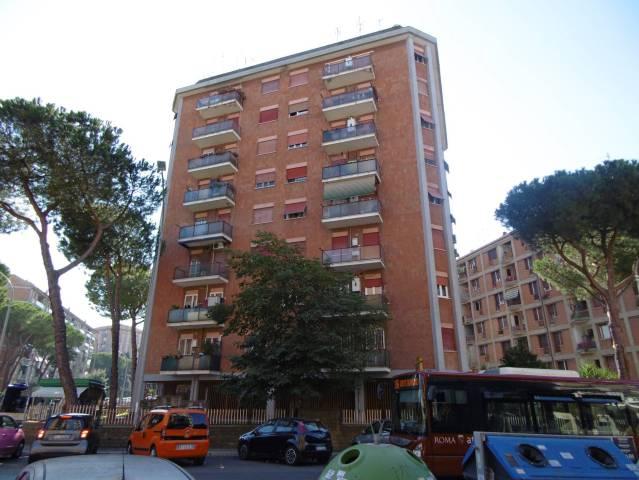 Appartamento in buone condizioni arredato in affitto Rif. 4851336