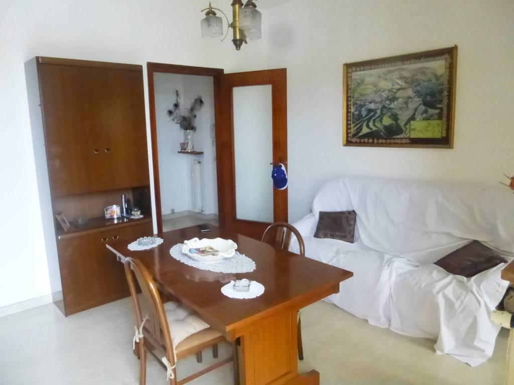 Appartamento in buone condizioni parzialmente arredato in vendita Rif. 8198883