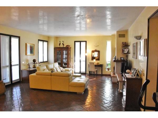 Villa in vendita a Curtatone, 6 locali, prezzo € 300.000 | CambioCasa.it