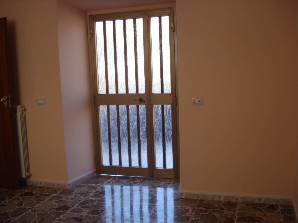 Appartamento in buone condizioni in affitto Rif. 4190644