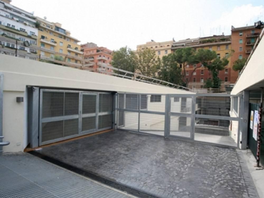 Box in vendita a Roma in Via Como