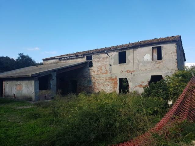 Rustico / Casale da ristrutturare in vendita Rif. 4925642