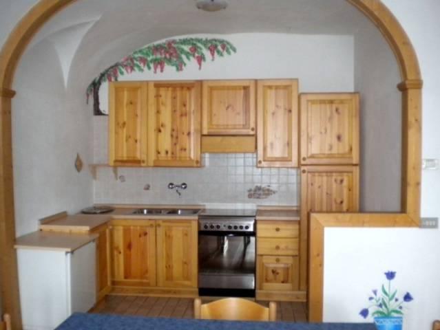Appartamento in buone condizioni arredato in vendita Rif. 4890088