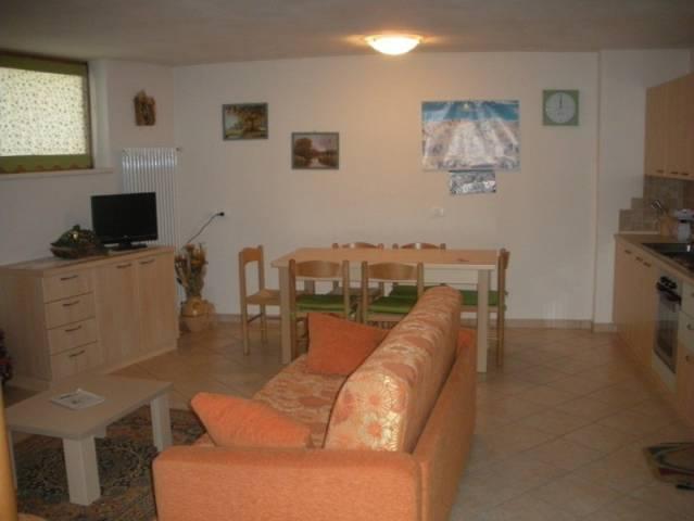 Appartamento in buone condizioni arredato in vendita Rif. 4890098