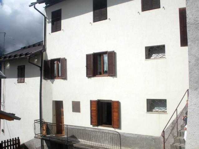 Appartamento in buone condizioni arredato in vendita Rif. 4890025