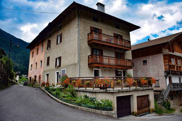Appartamento in buone condizioni arredato in vendita Rif. 4890049