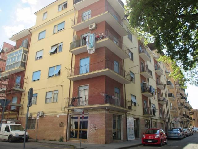 Appartamento in buone condizioni in affitto Rif. 4842958