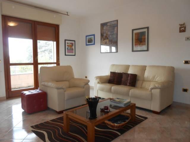 Appartamento in ottime condizioni parzialmente arredato in vendita Rif. 4261147